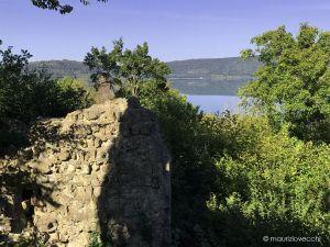 b_300_300_16777215_00_images_monumenti_castello-di-vico-lago.jpg