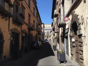 b_300_300_16777215_00_images_monumenti_via-dritta-su-palazzo.jpg