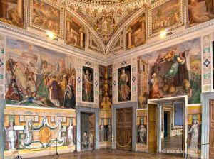 Alcuni affreschi della Stanza degli Angeli