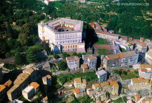 Veduta aerea di Caprarola e del Palazzo Farnese