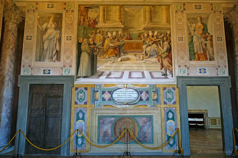 b_800_600_16777215_00_images_palazzofarnese_sala-anticamera-concilio.jpg