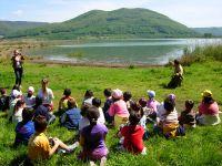 Proseguimento della visita guidata con bambini al lago di Vico